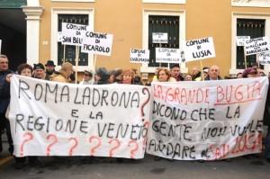 la cittadinanza protesta contro il ridimensionamento del Sal Luca di Trecenta